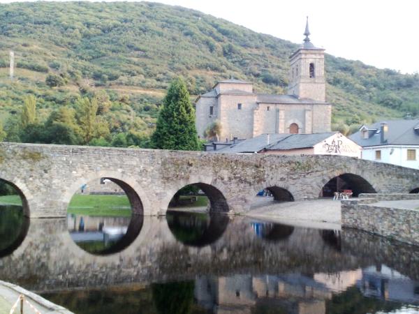 El Mesón Puente Romano de Molinaseca, repite sus noches de cena espectáculo durante el verano 1