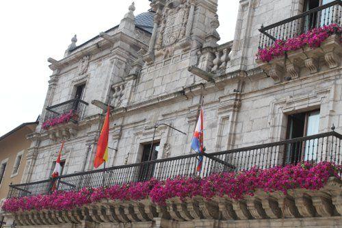 I Concurso de balcones y ventanas con flores en el Casco Histórico y Barrio de la Rosaleda de Ponferrada 1