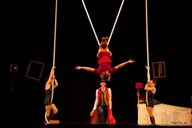 El teatro gestual, el circo y la danza se unen en el Bergidum el viernes 27 en el espectáculo 'Entredos' 1