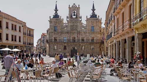 Astorga acoge este fin de semana el Festival 'Escenario Patrimonio' de la Consejería de Cultura y Turismo, con un espectáculo teatral de la compañía La Befana 1