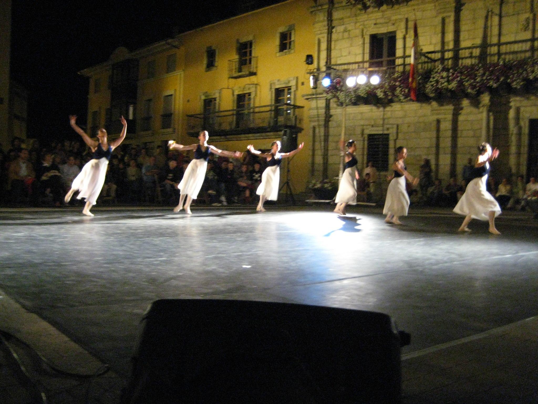 A Pie de Calle: Danzertto, La danza sale este viernes a la calle 1