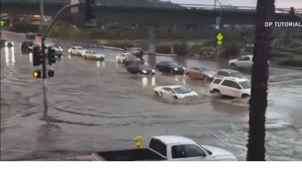 Un Lamborghini Gallardo se sumerge completamente en el agua de una calle inundada y sale como si tal cosa 6
