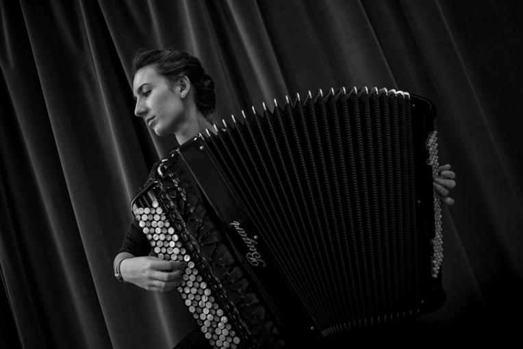 Concierto de la acordeonista Lore Amenábar en la temporada de Juventudes Musicales 1
