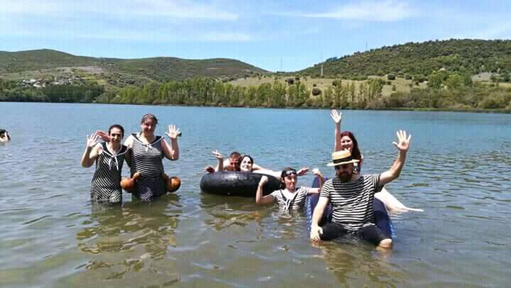 la asociación Mecánica Steampunk organiza un baño victoriano en el lago de Carucedo 1