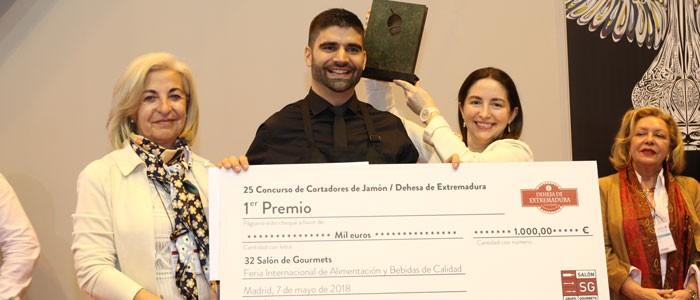 El berciano Roberto González Santalla, el mejor cortador de jamón de España 1