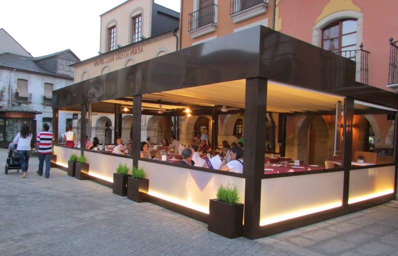 Los restaurantes La Violeta y La Taberna no abrirán el viernes al considerarlo inviable hasta que el aforo y horario sea más amplio 1