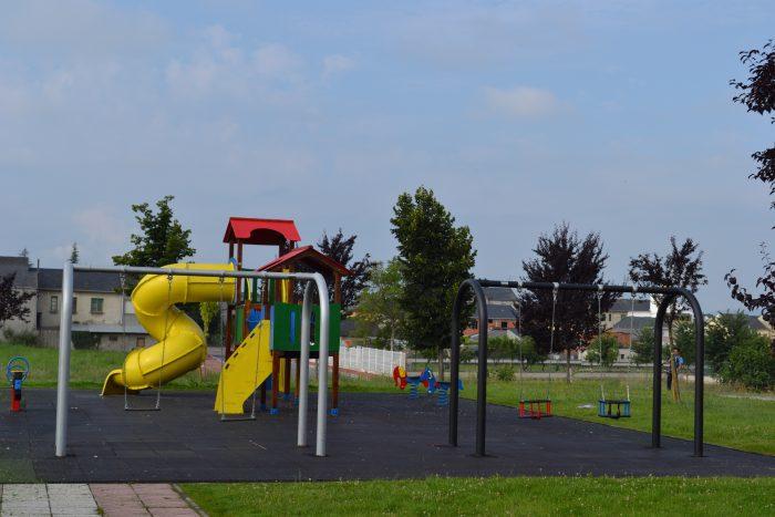 Camponaraya renueva y mejora los parques infantiles 1