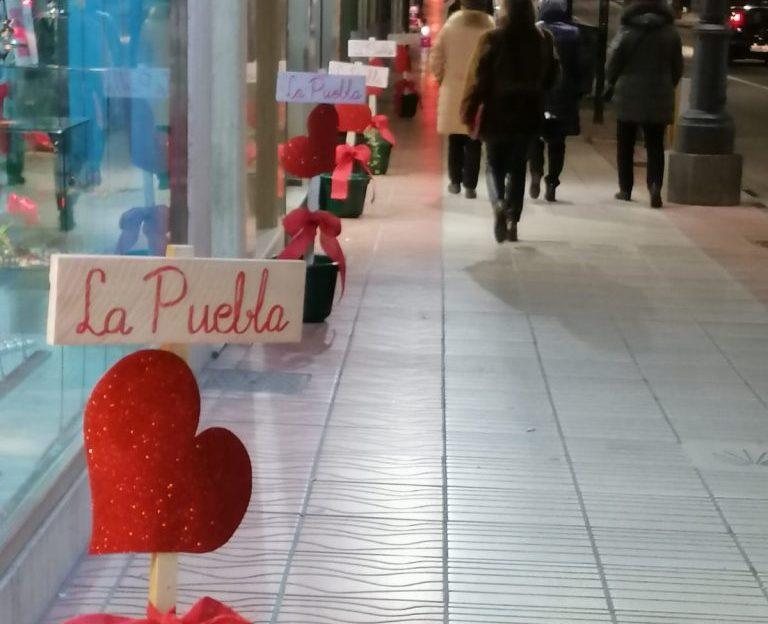 Los comercios de la Avenida de la Puebla reciben San Valentín con el Lema: 'Enamorados de La Puebla, enamorados de nuestra ciudad' 1