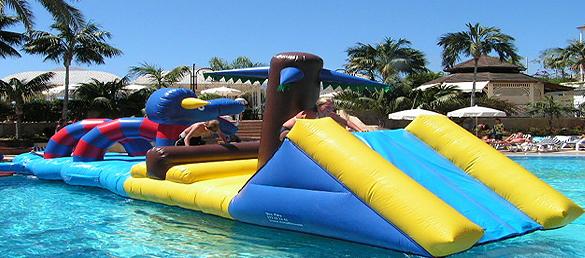 Hinchables en las piscinas de Cacabelos el martes 30 y miércoles 31 de julio 1