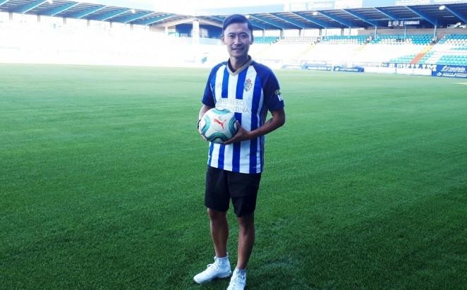 La SD Ponferradina cierra un nuevo acuerdo de patrocinio incorporando gracias al mismo al jugador chino Leilei Gao 1