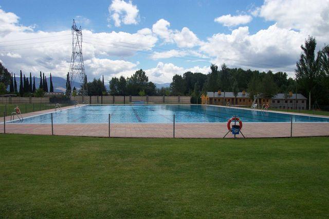 Cacabelos abre mañana martes sus piscinas municipales 1