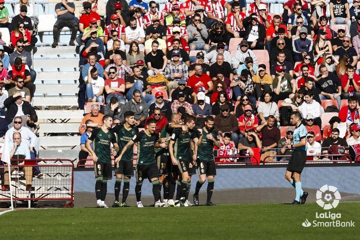 La Ponferradina tira de coraje y remonta el partido en Almería 1