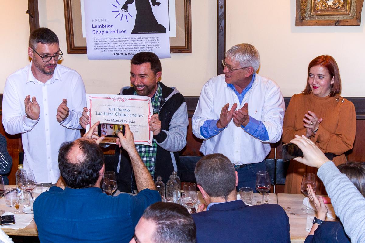 José Manuel Parada galardonado 'Lambrión Chupacandiles' en la cena anual de periodistas bercianos en Madrid 1
