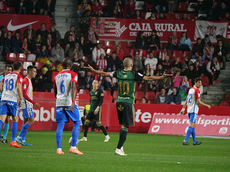 La Ponferradina desaprovecha sus oportunidades y lo paga en Gijón 1