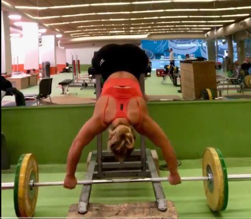 Lydia Valentín sorprende en redes sociales con un vídeo donde ejercita sus lumbares al límite. 1