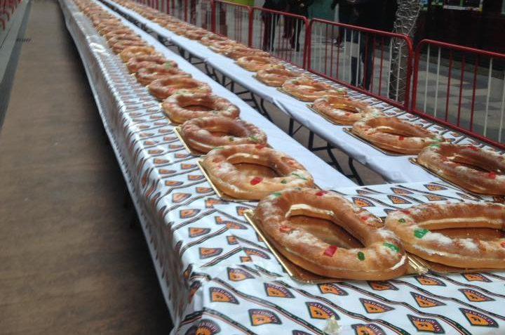 El roscón de Reyes más grande del mundo que reparten el sábado los comercios Templarium contendrá 3.000€ en vales 1
