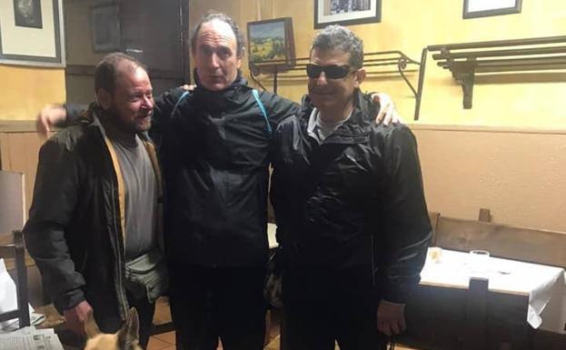 Tres peregrinos ciegos denuncian que les negaron la entrada con sus perros gúia en un albergue de Molinaseca 1
