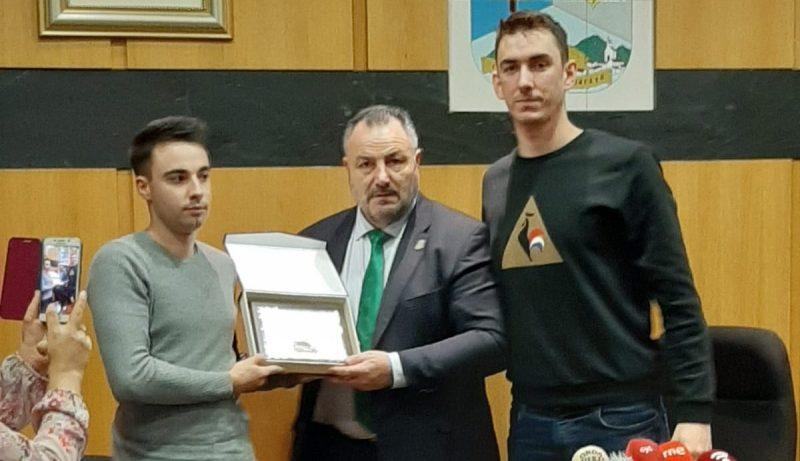 Camponaraya rinde homenaje al piloto Borja Rodil, campeón de Castilla y León de Rallysprint 2019 1