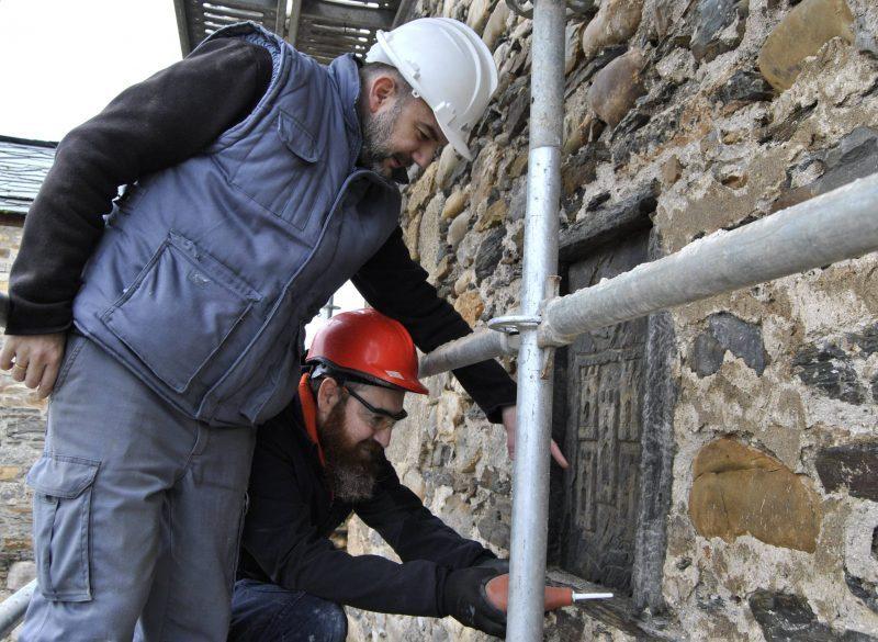 Las obras de restauración del Castillo de los Templarios protegen los enigmáticos escudos que luce la fortaleza 1