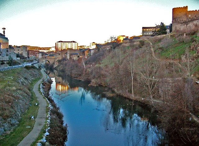 APLAZADA - Ponferrada organiza una quedada para limpiar los márgenes del Río Sil que arrancará el jueves con la colaboración de jugadores de la Ponferradina 1