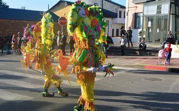 Álbum de fotos: El sol acompaña al Carnaval de Cubillos del Sil 10