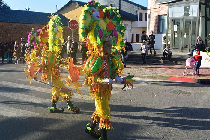 Álbum de fotos: El sol acompaña al Carnaval de Cubillos del Sil 1