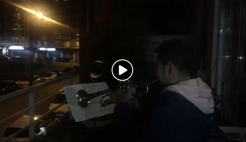 'Hay un amigo en mí' La preciosa interpretación a la trompeta del director del Conservatorio Cristobal Halfter para los niños de su barrio 1