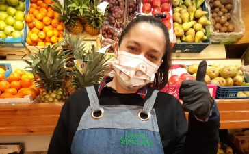 Elena Samprón, dependiente en frutería: 'Me llama la atención que estos días se escucha mucho suspirar' 7