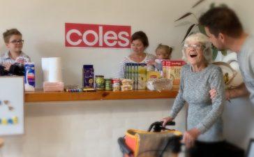 Una familia australiana crea un supermercado en casa para que su abuela con Alzheimer pueda hacer la compra durante el confinamiento 5