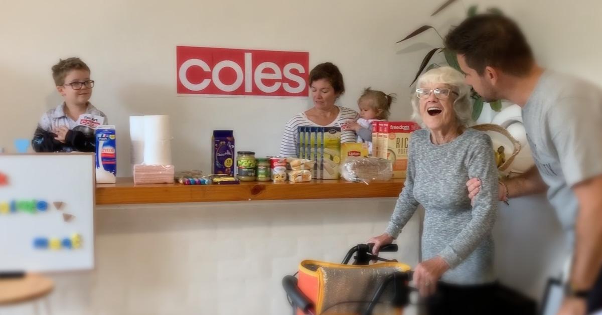 Una familia australiana crea un supermercado en casa para que su abuela con Alzheimer pueda hacer la compra durante el confinamiento 1