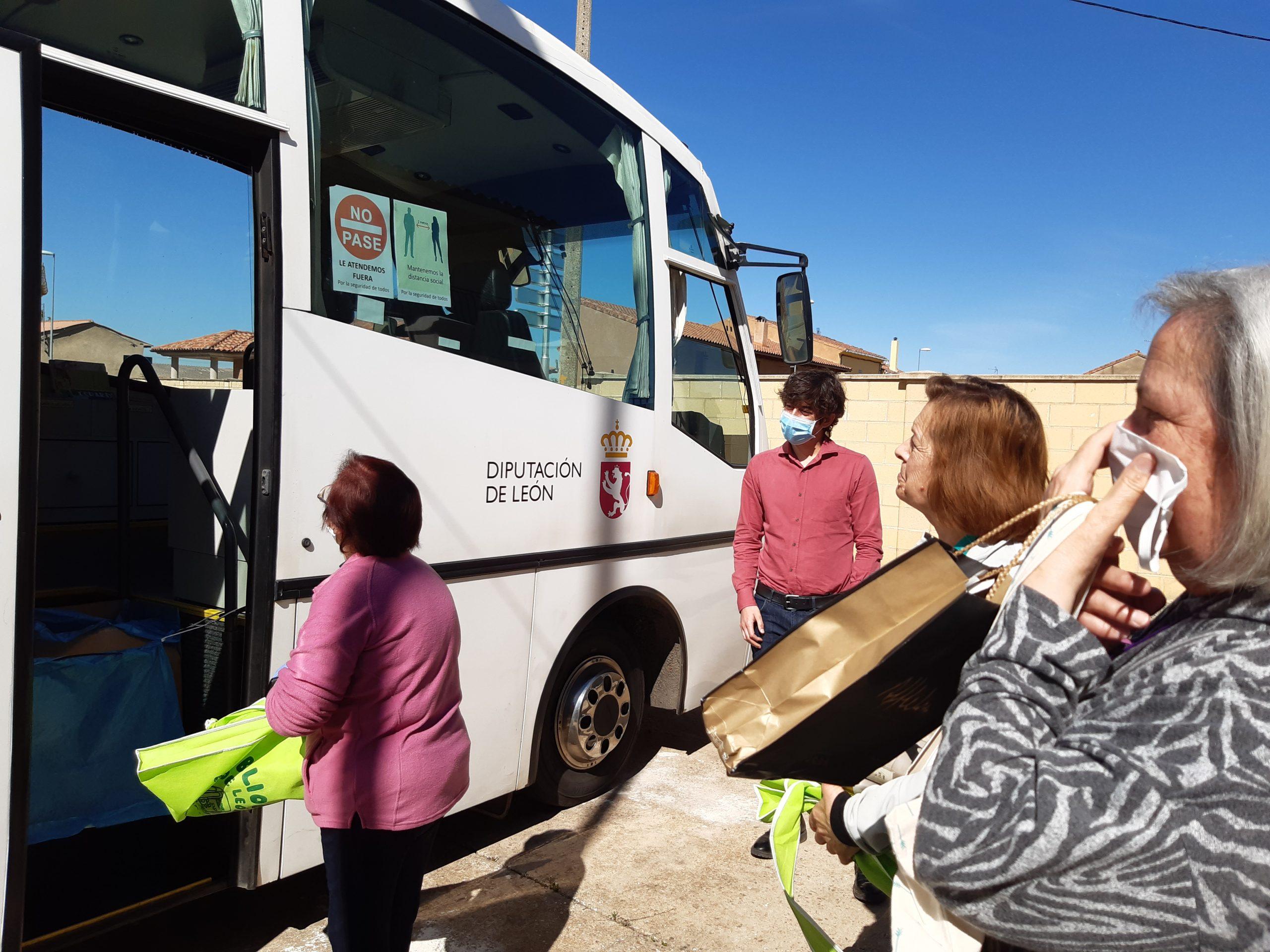 Los Bibliobuses de la Diputación reanudan el préstamo directo en los pueblos en Fase 1 1