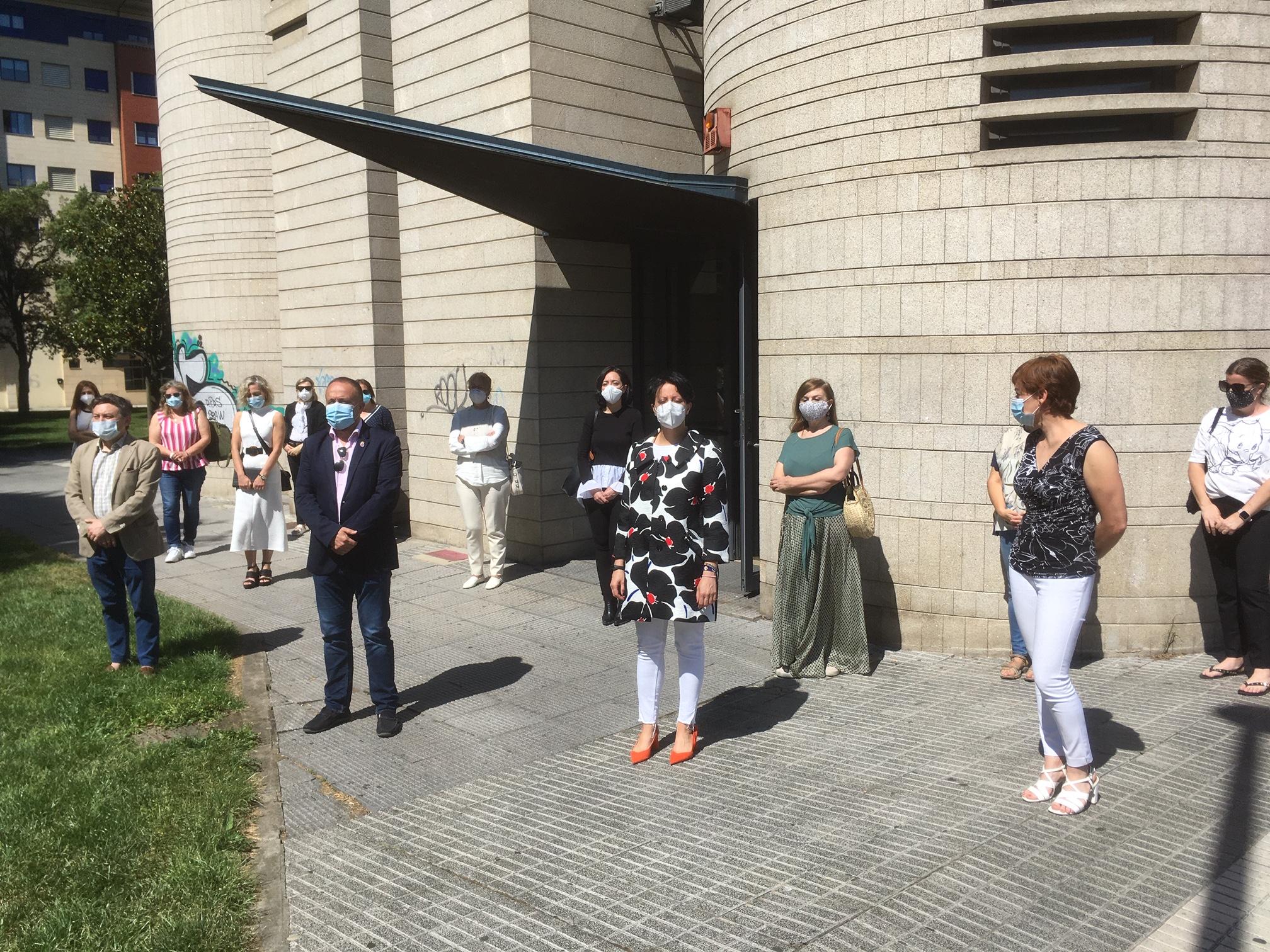 Las Instituciones dedican un minuto de silencio a las víctimas de la Covid-19 4