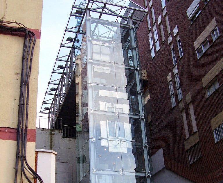 Ponferrada reabre ascensores, punto limpio, el albergue canino y desprecinta los bancos 1