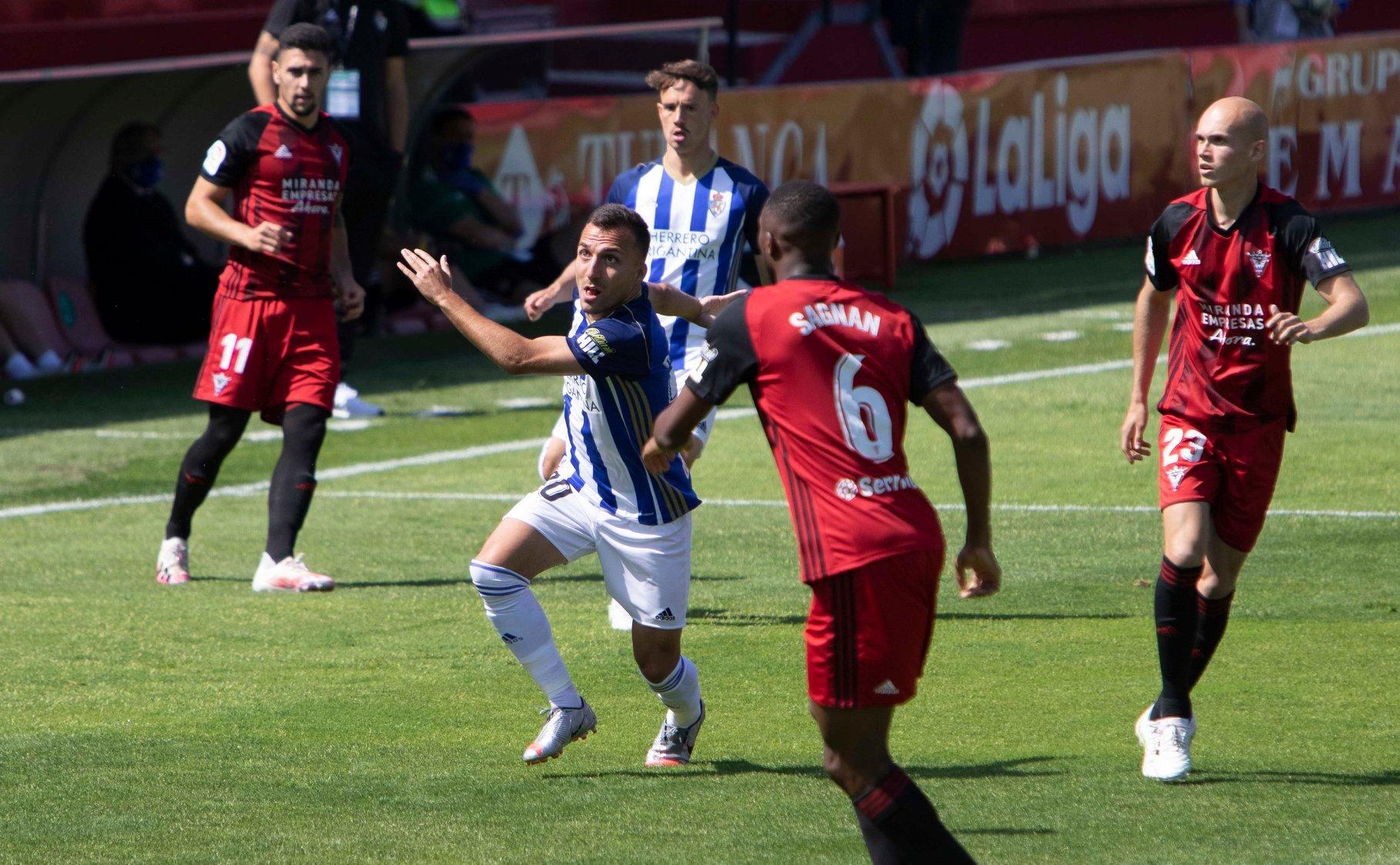 La Deportiva se trae tres valiosos puntos del Anduva y reafirma su intención de quedarse en la Liga SmartBank 8