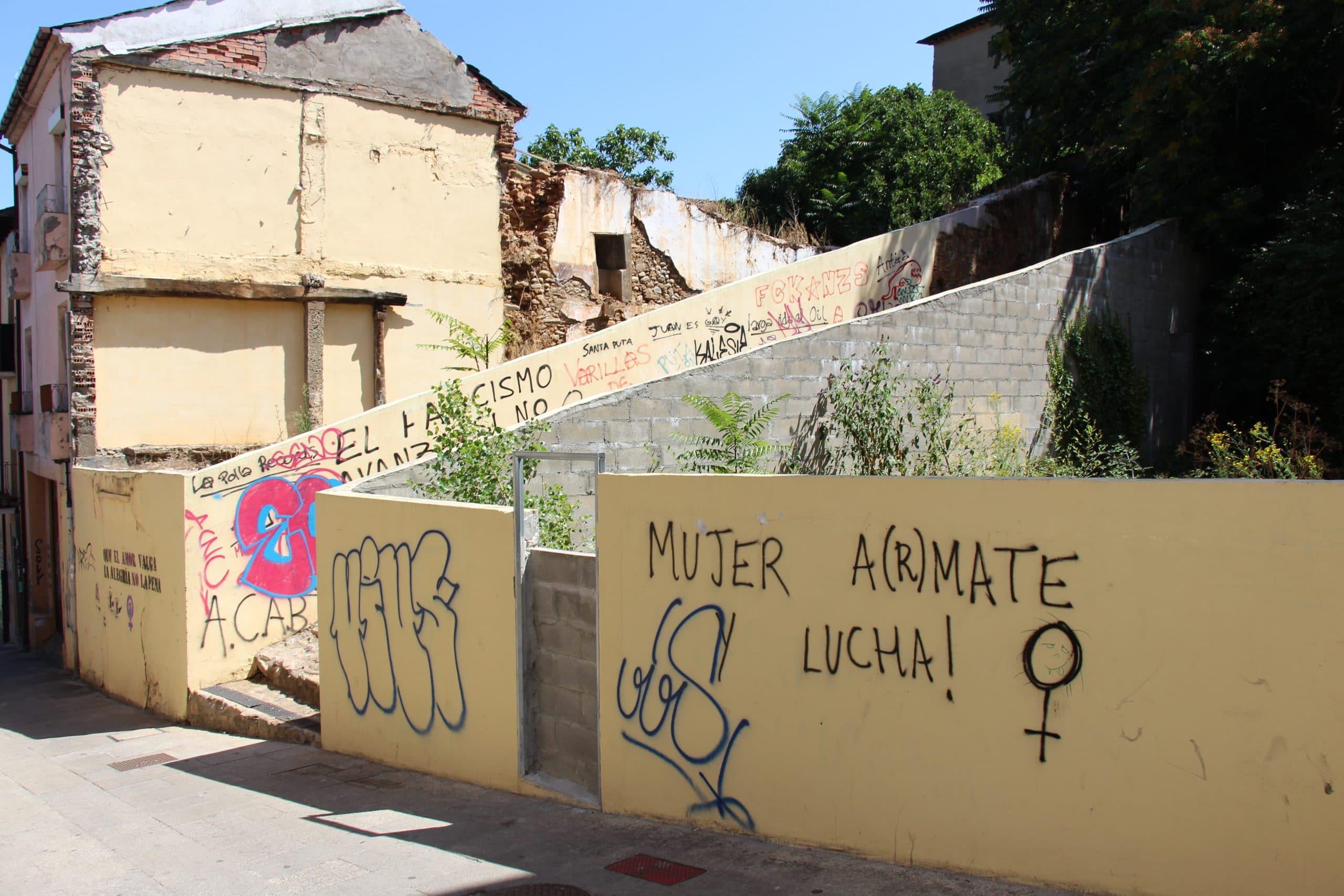 El Ayuntamiento comienza una campaña de eliminación de pintadas y grafitis en el Rañadero y el Casco Antiguo 2