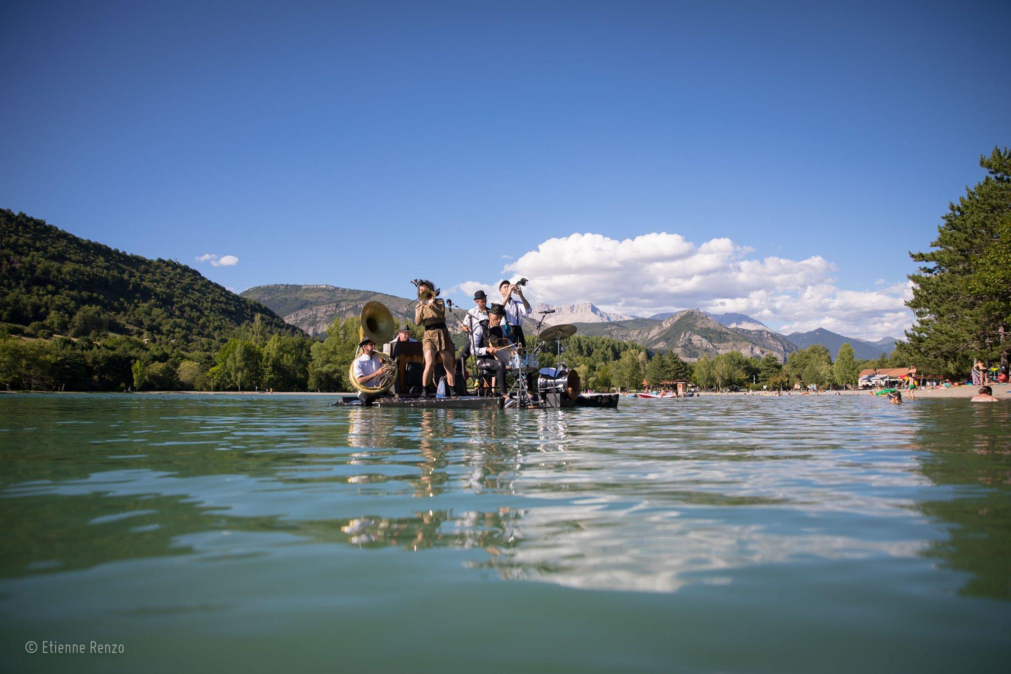 Le 'Piano du Lac' volverá a navegar por las aguas del Bierzo 1