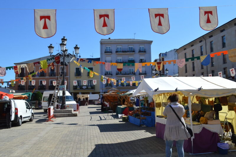 El mercado templario de Ponferrada ya recibe a sus visitantes con medidas sanitarias para los visitantes 15