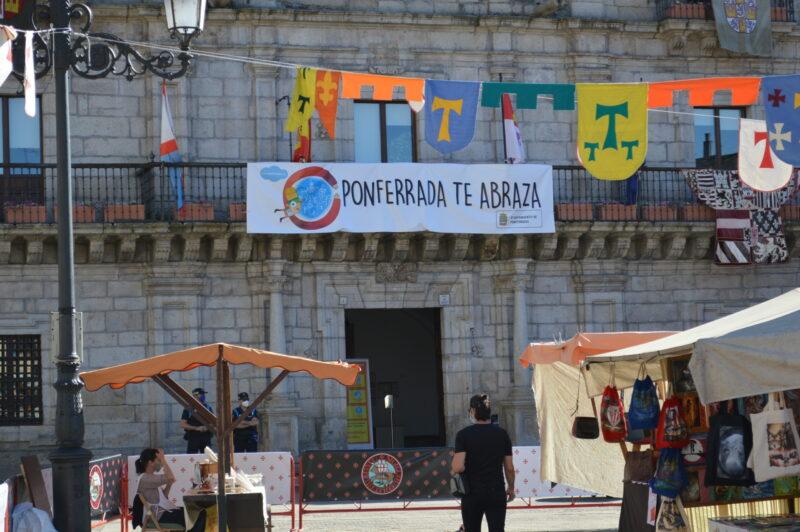 El mercado templario de Ponferrada ya recibe a sus visitantes con medidas sanitarias para los visitantes 14