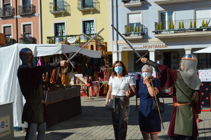 El mercado templario de Ponferrada ya recibe a sus visitantes con medidas sanitarias para los visitantes 12