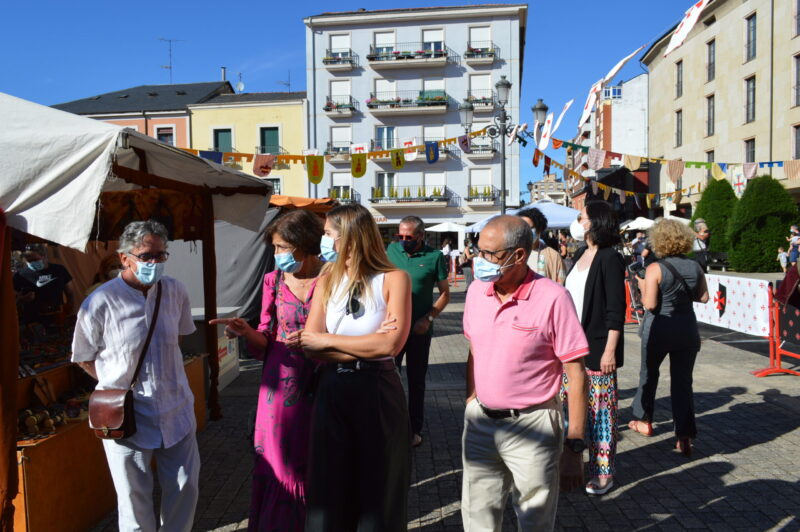 El mercado templario de Ponferrada ya recibe a sus visitantes con medidas sanitarias para los visitantes 10