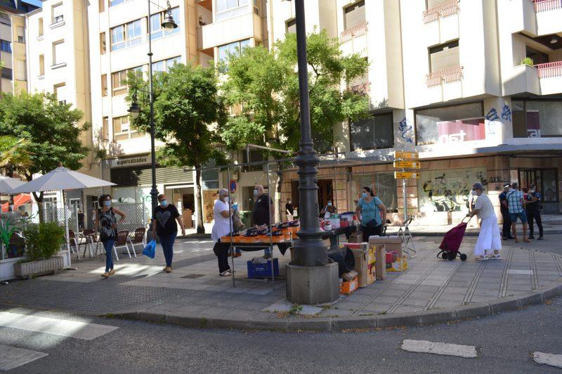 Más público en el mercadillo de Ponferrada con el incremento de puestos de textil 8