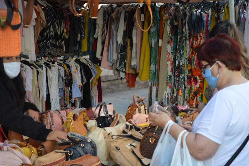 Más público en el mercadillo de Ponferrada con el incremento de puestos de textil 1
