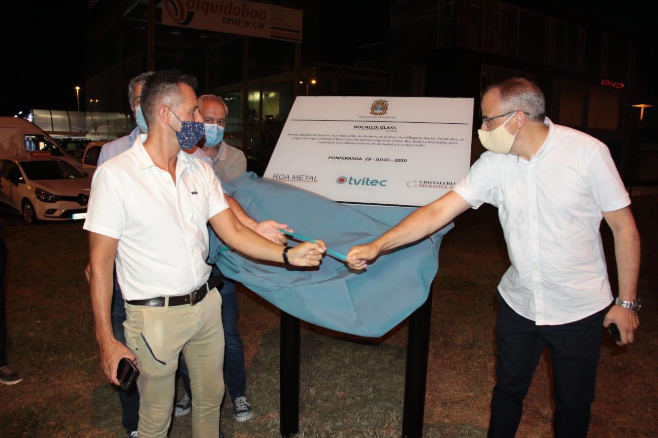 El alcalde de Ponferrada inaugura el espectacular monolito de la glorieta del PIB 2