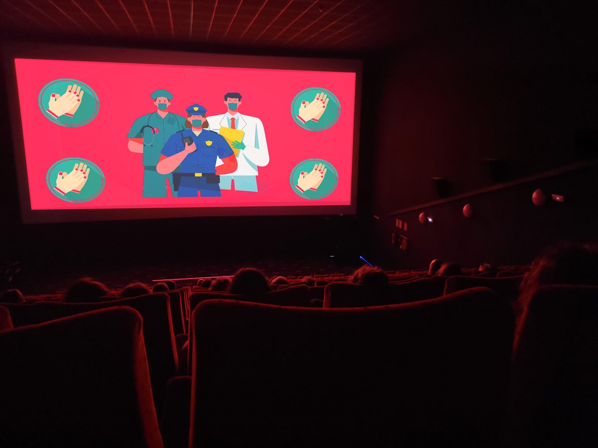 El Rosal ofreció una noche de cine y humor para agradecer la labor de los colectivos más implicados durante el confinamiento 2