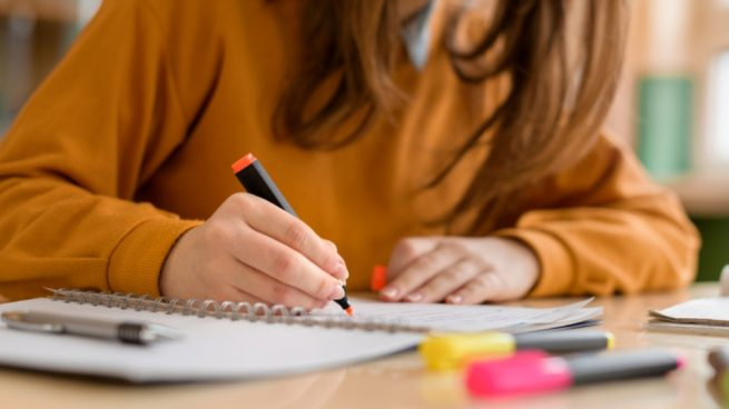 Ayudas para la adquisición de libros y material escolar del Ayuntamiento de Toral de los Vados para el nuevo curso 20-21 1