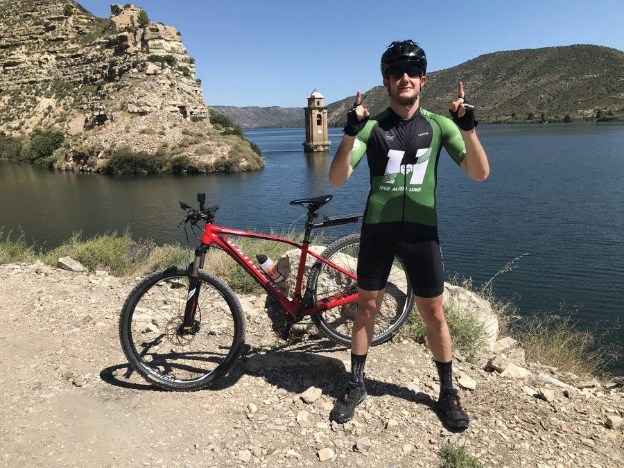 'Uno más uno': el reto solidario en bici de Bernat López llega el miércoles a Ponferrada para recaudar alimentos que serán donados al Banco de Alimentos del Sil 1