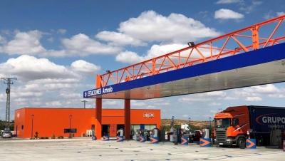 La Junta modifica la orden de restricción de horarios nocturnos para permitir la actividad de hostelería y restauración a los centros de suministro de combustible o centros de carga o descarga dirigido a profesionales del sector de transporte de mercancía 1