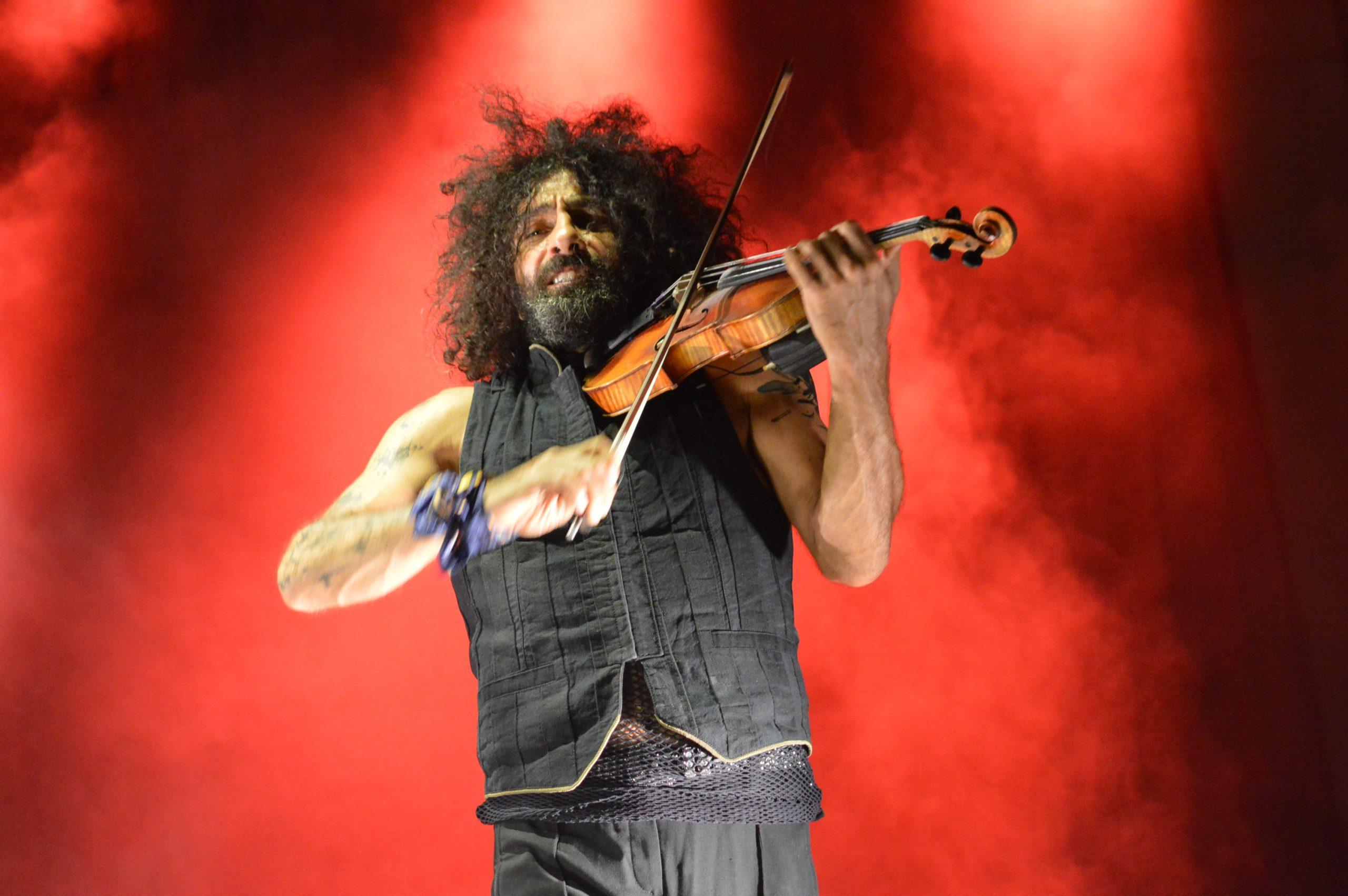 Ara Malikian emociona en su regreso a Ponferrada demostrando una vez más su virtuosismo con el violín 7