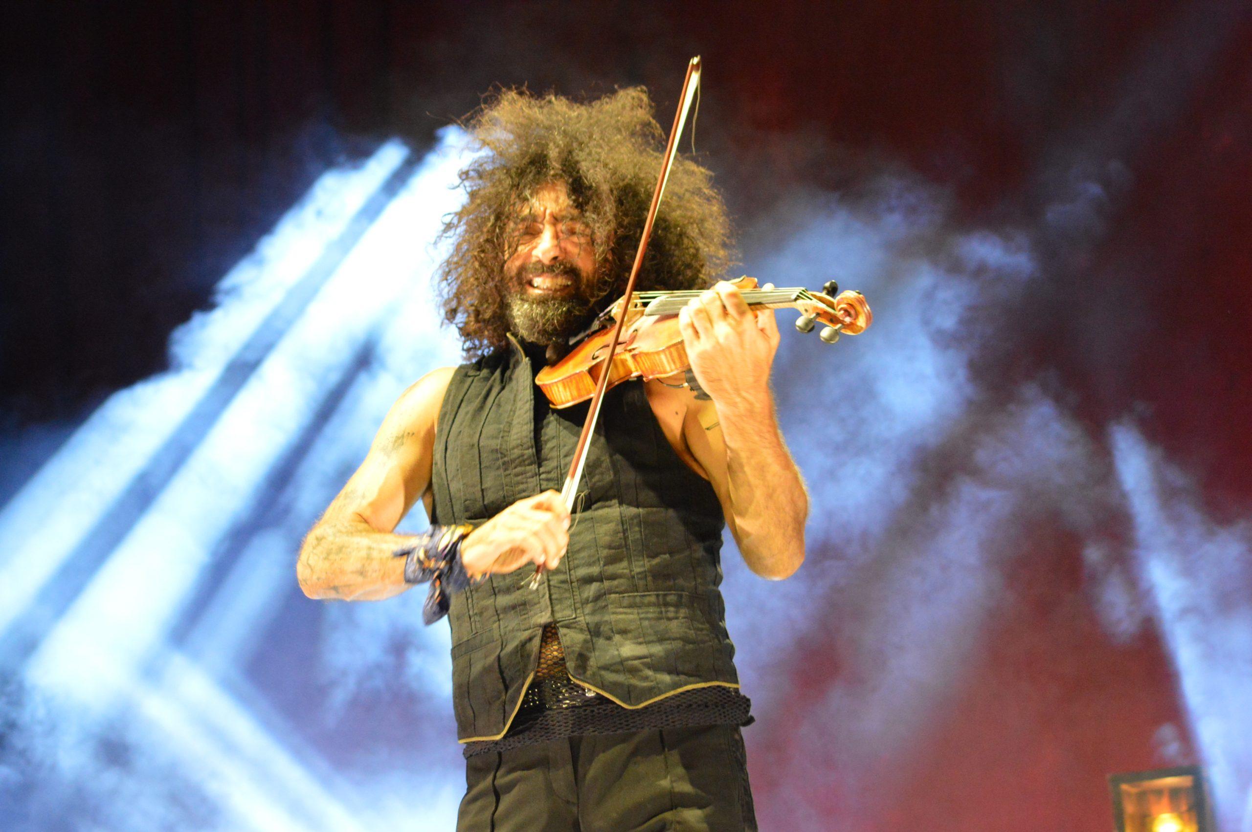 Ara Malikian emociona en su regreso a Ponferrada demostrando una vez más su virtuosismo con el violín 1