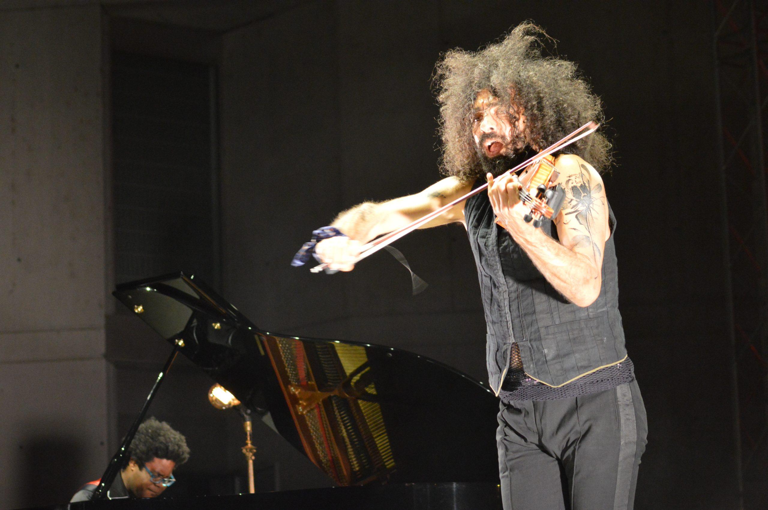 Ara Malikian emociona en su regreso a Ponferrada demostrando una vez más su virtuosismo con el violín 10
